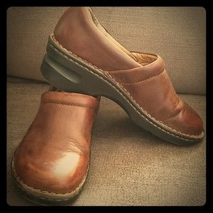 Born Brown Leather Clogs Sz 7.5/38.5